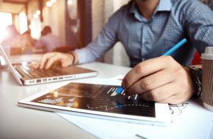 Mit einem ERP und entsprechenden Add-Ons können Sie in der Produktion Kennzahlen einsetzen.
