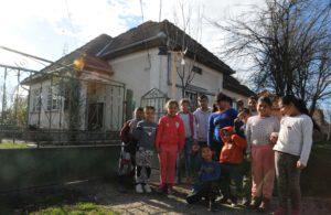 top flow unterstützt Roma-Kinder